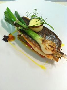 seabass Fish Recipes, Seafood Recipes, Gourmet Recipes, Cooking Recipes, Healthy Recipes, Food Plating Techniques, Good Food, Yummy Food, Molecular Gastronomy