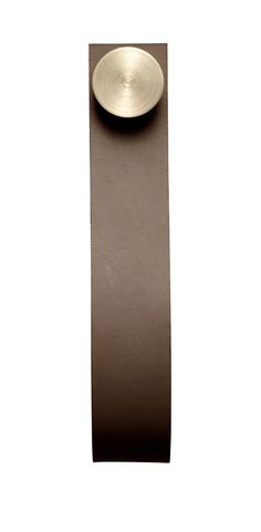 Stropp in brown/brass. Comes in a pack of 2 pcs.