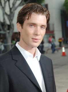 27 Photos That Will Make You Fall in Love With Cillian Murphy Cillian Murphy has made a name for himself as a complex actor who can play hugely varied roles; one day he's a creepy stalker (Red Eye), the next he's a Beautiful Blue Eyes, Most Beautiful Man, Men Aint Shit, Finn Cole, Cillian Murphy Peaky Blinders, Hollywood Men, Gary Oldman, Heath Ledger, Pretty Men