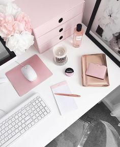Pretty chic home office workspace inspiration ideas. White, pink, and gold offic… Pretty chic home office workspace inspiration ideas. White, pink, and gold office inspiration. Home Office Space, Office Workspace, Home Office Desks, Office Furniture, Cheap Furniture, Bedroom Furniture, Workspace Inspiration, Decoration Inspiration, Desk Inspo