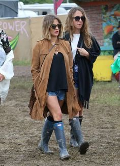 GLASTONBURY, ENGLAND - JUNE 28:  Caroline Flack (L) and friend at the Glastonbury Festival at Worthy Farm, Pilton on June 28, 2015 in Glastonbury, England.  (Photo by Danny Martindale/WireImage)