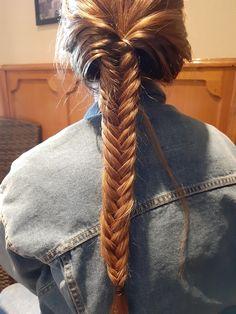 La trenza de espiga es una de mis favoritas, es fácil de hacer y muy elegante! Dreadlocks, Hair Styles, Beauty, Dance Hairstyles, Plaits Hairstyles, Hairstyle For Long Hair, Blonde Hair, Braid Hair, Yarn Braids