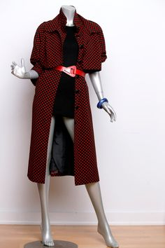 Etsy の Vintage 1980's Red Polkadot Trench by HUNTOPIA