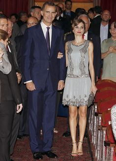 King Felipe and Queen Letizia visited Miami Dade College and attended the presentation of the Spanish Film Festival. The Queen is wearing a Felipe Varela dress and bag with Carolina Herrera shoes.
