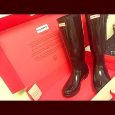 Hunter Women's Original Tall Gloss Rain Boots Had them for one year and only worn about 5-6 times. Clean with a barley visible scuff on the front of the toe. Hunter Boots Shoes Winter & Rain Boots