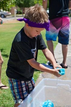 27 Insanely Fun Outdoor Games You& Want To Play All Summer Long Sponge launch--fill sponge, throw, wring into a new bucket Relay Race Games, Relay Races, Youth Games, Fun Games, Games For Kids, Rally Games, Kids Fun, Fun Outdoor Games, Backyard Games