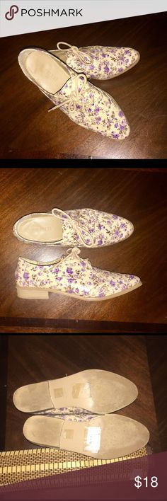 Forever 21 Floral Wingtip Oxfords EUC 🍇 Excellent Used Condition. Worn several times. Forever 21 wingtip Oxfords. Purple Floral pattern on cream background. No stains or scratches. Forever 21 Shoes Flats & Loafers