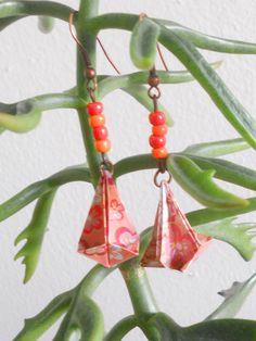 Teardrop origami earrings. 10€