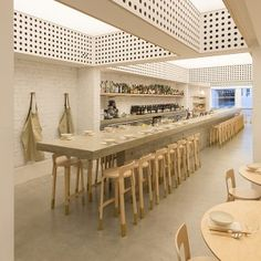'Cho Cho San' in Sydney's Potts Point is a contemporary Japanese bar/ dining room designed by George Livissianis, with a back-lit glowing ceiling. Design Café, Cafe Design, Cafe Bar, Cafe Restaurant, Modern Restaurant, Restaurant Tables, Commercial Design, Commercial Interiors, Deco Cafe