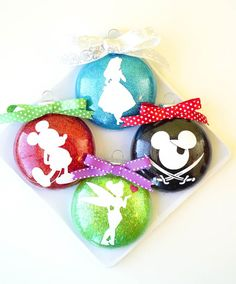 These Disney Glitter Christmas Ornaments are a super quick and easy DIY holiday decoration and gift idea! Customize with silhouettes of your favorite characters! Vinyl Ornaments, Glitter Ornaments, Xmas Ornaments, Disney Diy, Deco Disney, Disney Cruise, Homemade Christmas, Christmas Diy, Disney Christmas Decorations