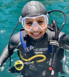 Scuba Wetsuit, Scuba Gear, David Beckham Suit, Gas Mask Girl, Scuba Diving Equipment, Diving Suit, Swimming Diving, Womens Wetsuit, Extreme Sports