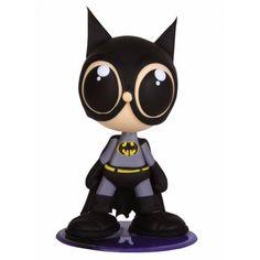 Boneco Batman, personagem de horois da DC Comics. Esculpido em massa de biscuit, isopor, com estrutura interna em arame galvanizado e base acrílica para apoio.