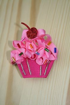 Use this and various other techniques from other turtorials to make a super cute cupcake hair clip <3