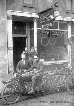 The Harland Krause Motorcycle Photo Album: Today we take a second look into the… Vintage Indian Motorcycles, Antique Motorcycles, American Motorcycles, Vintage Bicycles, Bicicletas Raleigh, Indian Motors, Side Car, Motorcycle Shop, Old Bikes
