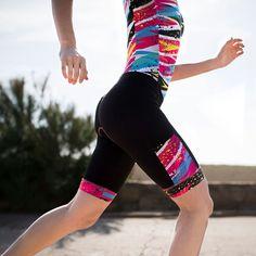 Sé un rayo con nuestro T60.5 #thunderbolt. Tecnología #aeroskin. Hidrófugo y compresivo. Tu mejor aliado para la larga distancia 🚀🚀 Sports Women, Leg Warmers, High Socks, Gym Shorts Womens, Instagram Posts, Pants, Woman, Abstract, Digital