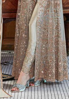 Beautiful Pakistani Dresses, Pakistani Formal Dresses, Indian Gowns Dresses, Pakistani Dress Design, Pakistani Gowns, Pakistani Fashion Party Wear, Pakistani Wedding Outfits, Party Dress Outfits, Bridal Outfits