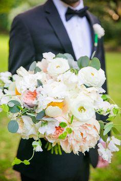 White and peach bouquet | Dana Cubbage
