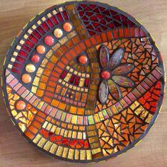 Mozaiekschaal in rood en goud. 11-2014 M.arT