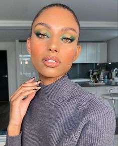 Einfache Make up Ideen; Festival Make up; Prom Makeup She . Black Girl Makeup, Makeup For Green Eyes, Girls Makeup, Glam Makeup, Makeup Inspo, Makeup Inspiration, Beauty Makeup, Eye Makeup, Fairy Makeup