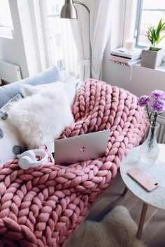 "This beautiful super-chunky knit blanket makes a decorative impact on any bedroom or living room! A stylish yet neutral statement that never fails to ""WOW.""This super comfy blanket will keep you cozy in summer evenings and toasty on cold, winter nights! Big Yarn Blanket, Chunky Blanket, Wool Blanket, Pink Blanket, Chunky Knit Throw, Cozy Knit, Heavy Blanket, Blanket Cover, Blanket Crochet"