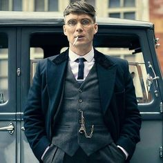 We love the styling in Peaky Blinders it's just absolutely sublime! – [pin_pinter_full_name] We love the styling in Peaky Blinders it's just absolutely sublime! Peaky Blinders Tommy Shelby, Peaky Blinders Thomas, Cillian Murphy Peaky Blinders, Traje Peaky Blinders, Costume Peaky Blinders, Peaky Blinders Series, Peaky Blinders Quotes, Estilo Gangster, Peeky Blinders