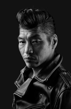 American photographer Denny Renshaw spent 5 years photographing the Tokyo Roller-zoku subculture, which is influenced by the Rockabilly era. Pompadour Fade Haircut, Men's Pompadour, Tokyo, Modern Pompadour, Hair Trends 2015, Wavy Hair Men, Classic Hairstyles, Medium Hairstyles, Gym Leaders