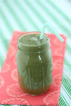 the skin nutritionist's signature green smoothie for glowing skin