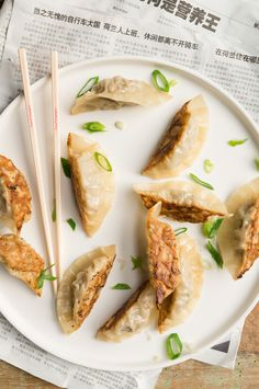 Learn what are Chinese Food Appetizer Appetizer Recipes, Appetizers, Chicken Spring Rolls, Sushi Party, Asian Recipes, Ethnic Recipes, Chinese Dumplings, Chinese Food, Tapas