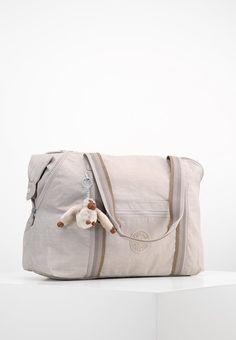 979dd81ad ¡Consigue este tipo de bolsas de viaje de Kipling ahora! Haz clic para ver