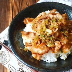 ネギ塩豚カルビ丼 by Chara Chara(きゃらきゃら)さん | レシピブログ - 料理ブログのレシピ満載! 男子が好きなガッツリ系、スタミナねぎ塩豚カルビ丼。