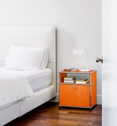 The USM Haller P Modern Nightstand storage system is also available on the Wellworking online store. Modular Furniture, Furniture Plans, Bedroom Furniture, Home Furniture, Furniture Design, Living Room Modern, Living Room Designs, Rooms Ideas, Bureau Design