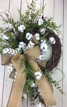 Collect cotton boll stems and craft them into a beautiful wreath with this easy tutorial. Perfect all year around! Collect cotton boll stems and craft them into a beautiful wreath with this easy tutorial. Perfect all year around! Fall Wreaths, Door Wreaths, Ribbon Wreaths, Floral Wreaths, Burlap Ribbon, Decor Crafts, Diy Crafts, Primitive Wreath, Cotton Decor