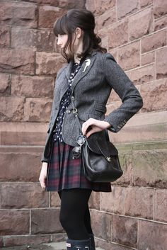 how to wear a plaid skirt without looking like a slutty schoolgirl.  werq <3