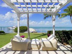 Luxury seafront villa with swimming pool in Islamorada, Florida