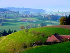 Emmental, Switzerland What A Beautiful World, Beautiful Places, Countryside Fashion, Alpine Flowers, Swiss Travel, British Isles, Travel Europe, Outdoor Travel, Beautiful Landscapes