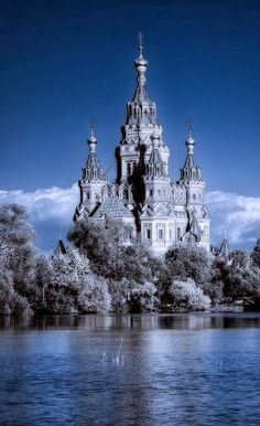 Mysterious Peterhof, Russia. Looks like a beautiful version of the castle in the sea, from Ink Heart.