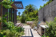 Indoor Outdoor Living, Outdoor Spaces, Outdoor Decor, Prefab Buildings, Steel Frame House, Modern Homes For Sale, Beverly Hills Houses, Built In Grill, Wooden Decks