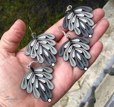 12 Awesome Paper Quilling Jewelry Designs To Start Today – Quilling Techniques Paper Quilling Jewelry, Neli Quilling, Quilling Earrings, Paper Quilling Designs, Quilling Paper Craft, Paper Earrings, Quilling Patterns, Paper Jewelry, Star Jewelry