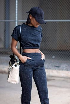 Sweatsuit - The Daileigh - chrySSa How To Wear Sweatpants, Cute Sweatpants Outfit, Lazy Day Outfits, Cute Outfits, Casual Outfits, Lounge Wear, Girl Fashion, Clothes, Instagram