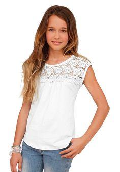 Produkttyp , T-Shirt, |Qualitätshinweise , Hautfreundlich Schadstoffgeprüft, |Materialzusammensetzung , Obermaterial: 100% Baumwolle. Spitze: 100% Baumwolle, |Material , Jersey, |Farbe , Weiß, |Passform , ausgestellte Form, |Schnittform/Länge , hüftlang, |Besondere Merkmale , Passe vorn und hinten ist aus Spitze, |Ausschnitt , Rundhals, |Ärmelstil , ohne, |Armabschluss , Kante abgesteppt, |Saum...