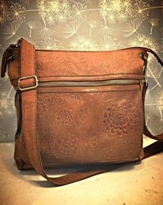 FOSSIL-Cognac-Brown-Floral-Tooled-Leather-Crossbody-Hobo-Saddle-Bag-Flower-Purse