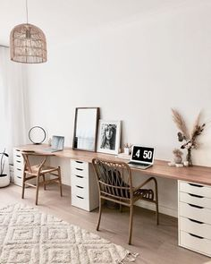 Planning a shared office space for home or work? Get some design inspiration for your office for two from these decorating and organizing tips! Office Playroom, Home Office Setup, Guest Room Office, Home Office Design, Interior Office, At Home Office Ideas, Bedroom Office Combo, Ikea Home Office, Apartment Office