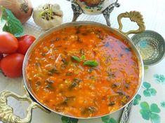 🍁Semizotu Çorbası🍁Güzel Bir Çarşambaya Uyanmak Dileğiyle🍁 🍁🍁🍁🍁🍁🍁🍁🍁🍁🍁🍁🍁🍁🍁🍁🍁🍁 Malzemeler 1 büyük bağ semizotu 1 çay bardağı mercimek 1 adet kuru soğan 2 diş sarımsak 2 adet domates Tereyağı ve zeytinyağı karışık Domates ve biber salçası Tuz Hazırlanışı Semizotunu bolca yıkayalım ve küçük bir şekilde doğrayalım. Doğradığımız soğan ve sarımsağı yağlarla birlikte kavuralım. Kabuklarını soyduğumuz domatesleri de ilave edip biraz daha kavuralım. Salçaları, semizotunu…
