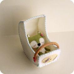 Felt sleepy fox by Gingermelon Crafts To Do, Felt Crafts, Fabric Crafts, Crafts For Kids, Arts And Crafts, Fabric Toys, Felt Fabric, Fabric Art, Knitted Dolls