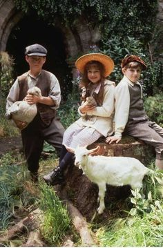 The Secret Garden : photo Agnieszka Holland, Andrew Knott(Dicken), Heydon Prowse(Collin), Kate Maberly(Mary) The Secret Garden 1993, Secret Garden Book, Hush Hush, Kate Maberly, Garden Illustration, Period Dramas, Clematis, Movies And Tv Shows, Movie Tv