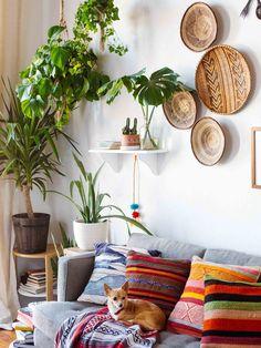 Living Room Inspiration Home Filled with Vintage Decor in New Orleans | www.livingroomideas.eu #livingroomideas #modernhomedecor