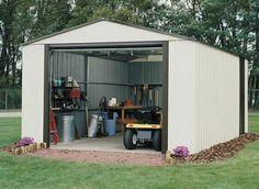 Robuste avec un design qui s'intégrera parfaitement dans votre jardin, ce garage métallique à porte basculante est idéal pour le bord de mer!