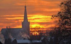 Fraaie zonsopkomst in een besneeuwde omgeving. Foto: @JanStapelbroek