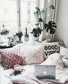 I can't wait to go to college and make my room ME! This post is all about dorm room inspiration so feel free to take a look to inspire your room! Dream Rooms, Dream Bedroom, Home Bedroom, Girls Bedroom, Bedroom Decor, Bedroom Ideas, Cozy Teen Bedroom, Bedroom Inspo, Design Bedroom