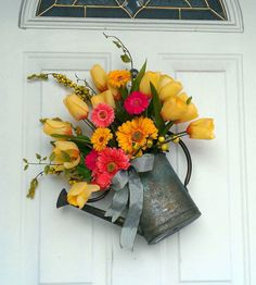 Beautiful Decorations to Hang on Your Door That Aren't Wreaths Transform an antique watering can into a rustic, garden-themed piece of art.Transform an antique watering can into a rustic, garden-themed piece of art. Wreath Crafts, Diy Wreath, Wreath Ideas, Front Door Decor, Wreaths For Front Door, Front Porch, Front Doors, Decoration St Valentin, Spring Door